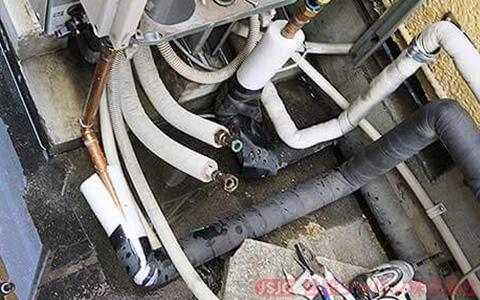 既存エコキュートの給水配管・給湯配管の取り外し2